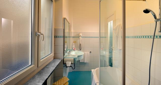 Hotel in the Centre of Turin, with rooms for family and indoor garage. Hotel with free Wifi