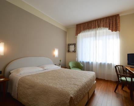 Master bedroom with parquet-hotel great reviews in the Centre of Turin