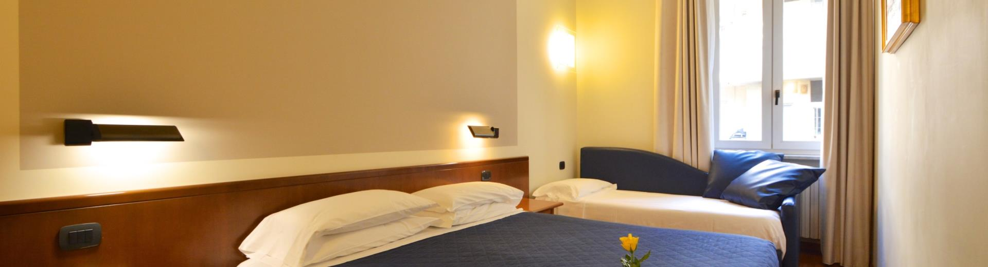 Best Western Hotel Crimea Turin-classic room for three people with wooden flooring and modern bathroom