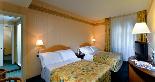 Best Western Hotel Crimea in Turin Centre a stone's throw from Piazza Vittorio Veneto. Quiet and central area. Free Wifi. Indoor Garage. Double room or double room for single use.